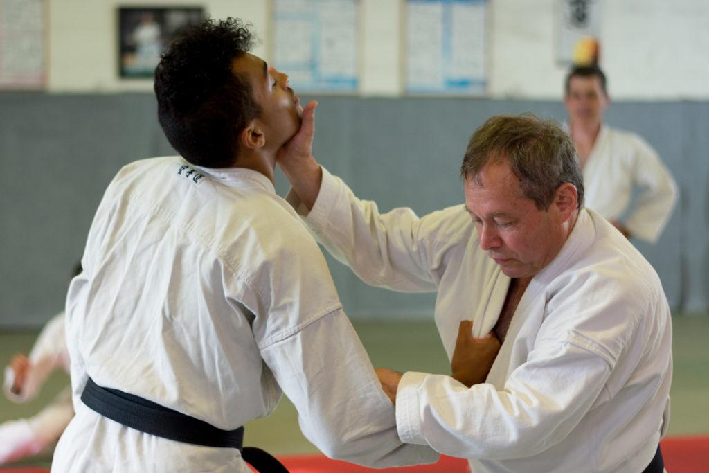 Cours de self défense à l'école Yonnaise de Karaté.